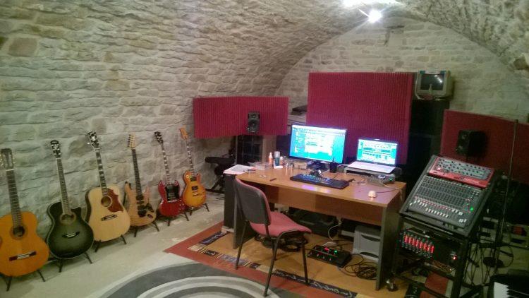 Studio de Thierry Fouet professeur de guitare et de piano à Vaux-sous-Aubingy